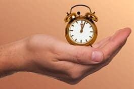 יד שמחזיקה שעון