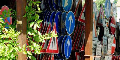 traffic-signs-1528548_1280